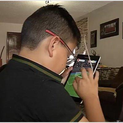 Alerta OMS que niños menores de dos años no deben usar el celular