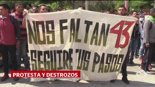 Foto: Padres 43 Normalistas Protestan Palacio Justicia Iguala 23 Septiembre 2019