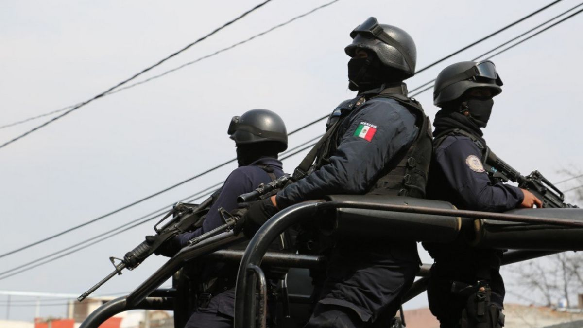 Policías de Michoacán.