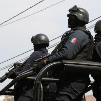 Detienen a 7 policías por desaparición de dos aguacateros en Michoacán