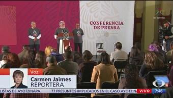 Refrenda AMLO compromiso con caso Ayotzinapa