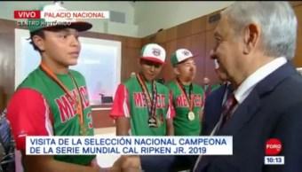 Selección campeona de Cal Ripken Jr. visita Palacio Nacional