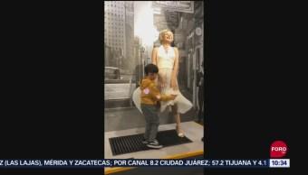 FOTO: Todo Pasa En China: Niño le cuida el vestido a Marylin Monroe, 16 septiembre 2019