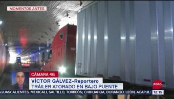 Tráiler se atora en túnel de Fray Servando, CDMX