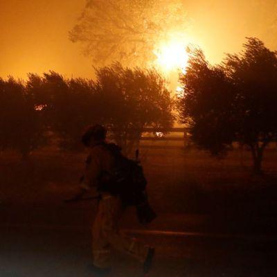 Incendio en California provoca desalojo de cientos de personas