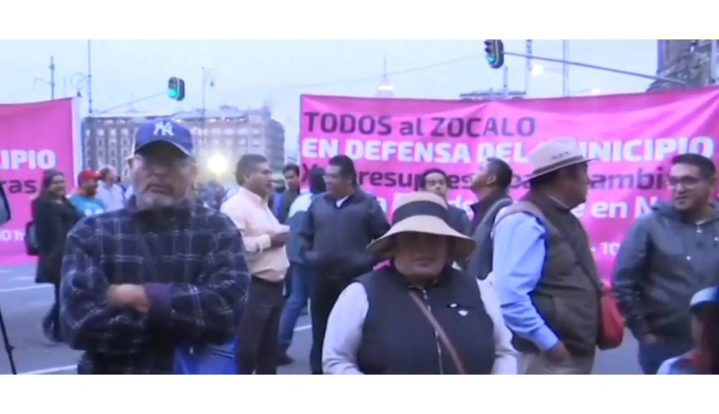 FOTO Alcaldes de México protestan afuera de Palacio Nacional (FOROtv)