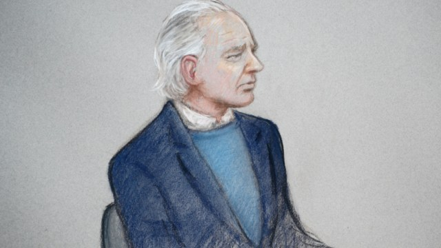 Foto: Assange tuvo algunas dificultades con el habla a la hora de confirmar su identidad y fecha de nacimiento, con titubeos, pausas y tartamudeos, 21 de octubre de 2019 (Reuters)