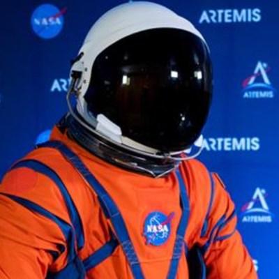 Astronautas estrenarán nuevos trajes para viaje a la Luna