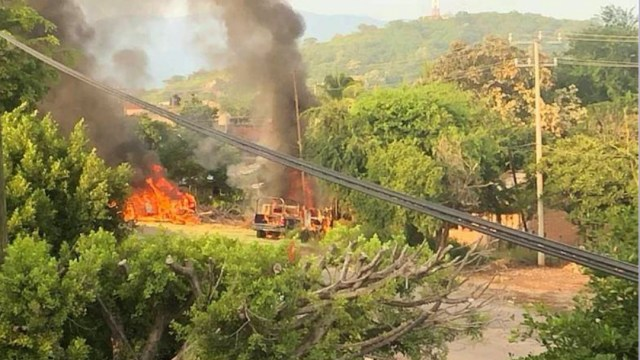 Aspectos de la emboscada a policías de Michoacán. (CUARTOSCURO)