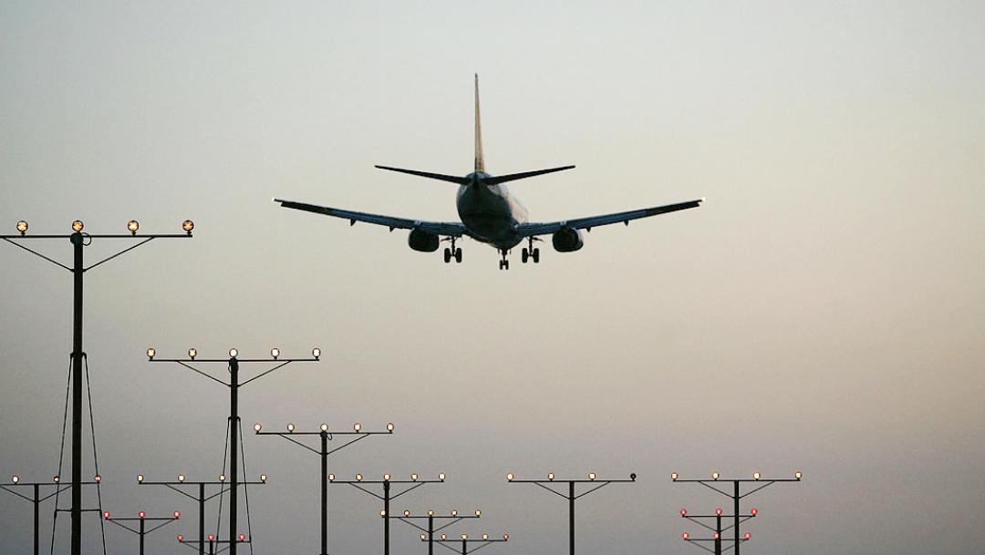 Foto: Avión en vuelo en Los Ángeles.