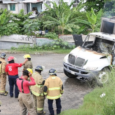 Tabasco: Camión de basura recibe descarga y deja 3 muertos electrocutados