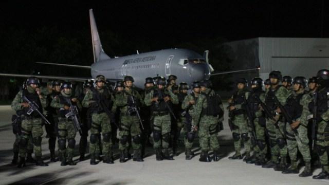 Foto: Fueron dos aviones dela Fuerza Aérea Mexicana los que transportaron a los elementos del ejército, 19 de octubre de 2019 (Twitter @sspsinaloa1)