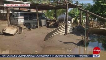 FOTO: Casas en Cihuatlán, Jalisco, siguen invadidas por lodo, 6 octubre 2019