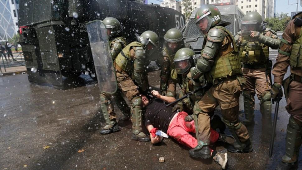Foto:El mandatario explicó que Santiago y otras nueve regiones de las 16 que conforman Chile, se encuentran en estado de emergencia bajo el resguardo de unos nueve mil 500 militares y policías
