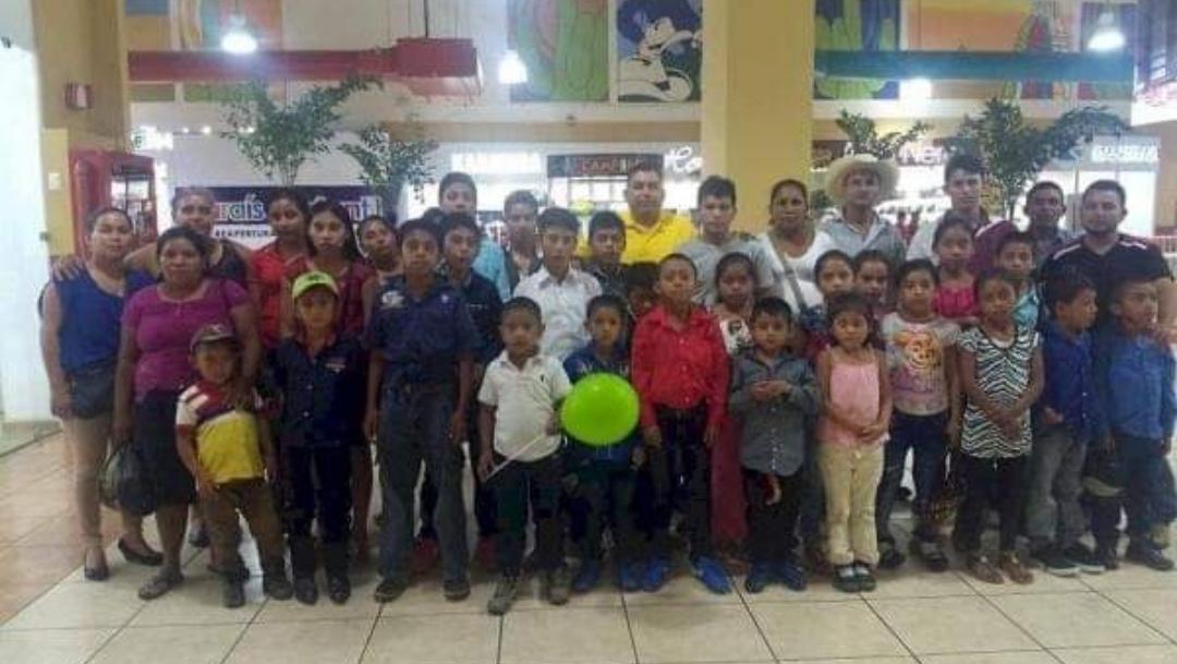 Foto: Maestro consigue dinero para llevar alumnos al cine. 8 Octubre 2019