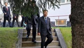 Foto: Delegados norcoreanos saliendo de la embajada de Corea del Norte en Estocolmo, Suecia, 6 octubre 2019
