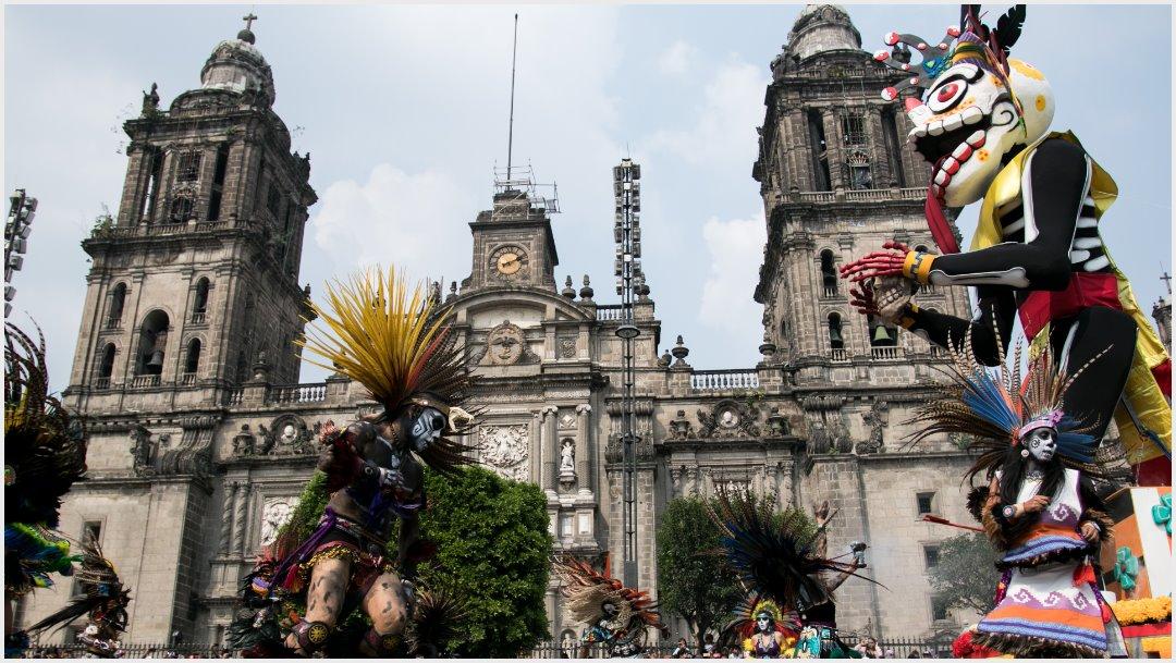 Foto: Miles de personas se dieron cita tanto en la plancha del Zócalo, como a lo largo de Paseo de la Reforma para presenciar el paso del Desfile de Día de Muertos, 27 de octubre de 2019 (GALO CAÑAS /CUARTOSCURO.COM)