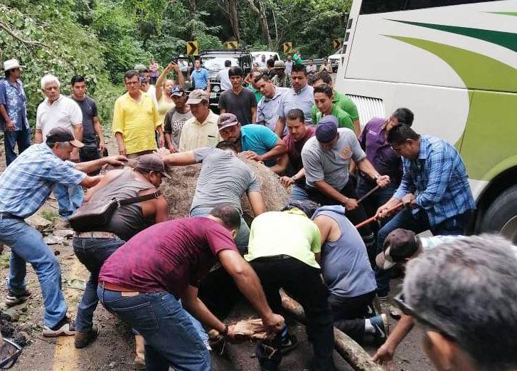 Lluvias provocan derrumbe en Puerto Vallarta, Jalisco