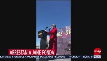 FOTO: Detienen Jane Fonda protesta por cambio climático