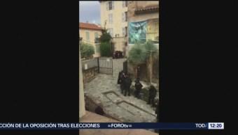 Detienen hombre por atrincherarse en museo de Francia