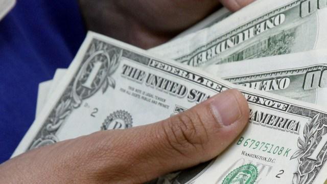 FOTO Dólar abre con ligero avance, se vende en $19.53 en bancos (AP, archivo)
