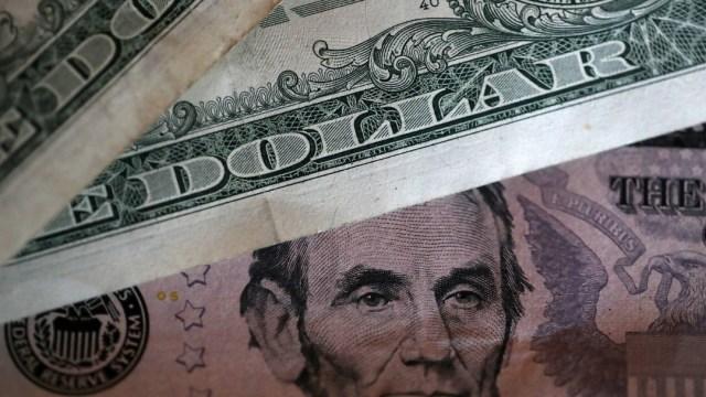 FOTO Dólar se mantiene en 19.50 pesos a la venta en CDMX (Getty Images)