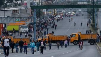 fOTO: Camiones bloquean la carretera principal en el lado norte de Quito, Ecuador, 9 octubre 2019