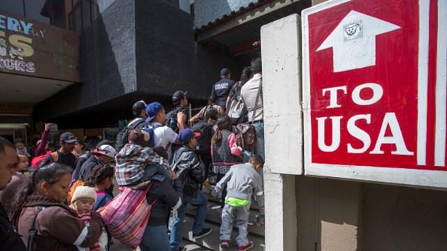 Imagen: El Ejecutivo de Trump defiende que el cruzar la frontera de manera ilegal es ya un crimen en sí mismo, por lo que estaría autorizado para hacer estas pruebas de ADN. 2 de octubre de 2019 (Getty Images, Archivo)