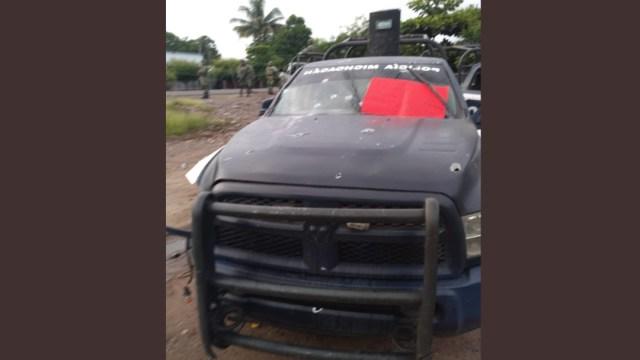 FOTO Emboscan a policías estatales en Michoacán; hay varios muertos (Twitter @ClaudioOchoaH)