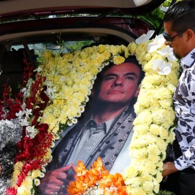 Familiares y artistas despiden a José José en Miami