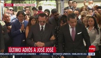 FOTO: Familiares dan último adiós José José,
