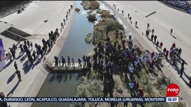 FOTO: Familias se reúnen y se abrazan en el Río Bravo, 26 octubre 2019