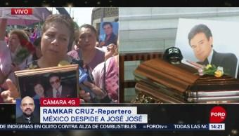 Fans Cantan Éxitos José José Afuera Basílica De Guadalupe, 9 de octubre 2019