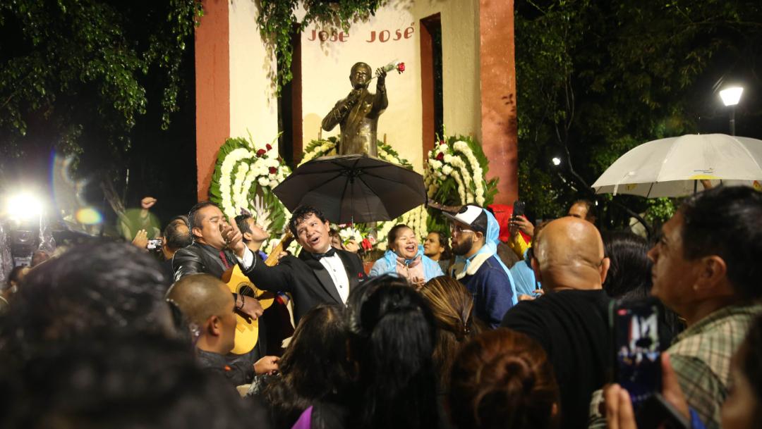 Imagen: Los mexicanos esperan que se anuncie la fecha para darle el merecido último homenaje a uno de sus más grandes iconos, 2 de octubre de 2019 (Luis Carbayo /Cuartoscuro.com)