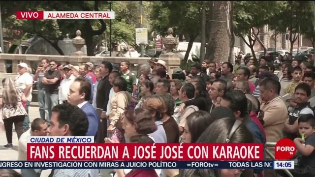 FOTO: Fans Recuerdan José José Karaoke Almeda Central CDMX