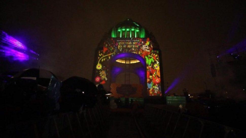 Foto Día de Muertos CDMX con mapping en Monumento a la Revolución