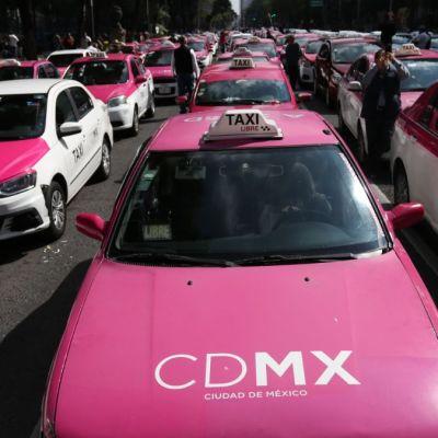 Taxistas y gobierno revisarán legalidad de transporte vía apps