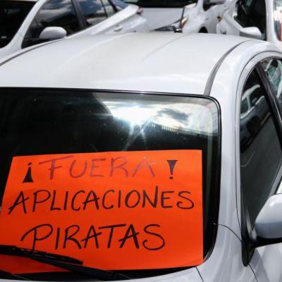 Taxistas dicen que no harán más bloqueos si el gobierno cumple