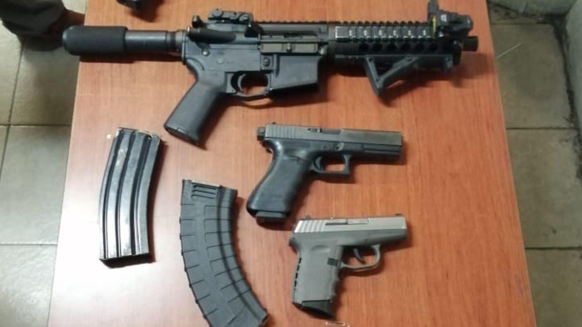 Foto: Los policías capitalinos decomisaron armas y drogas. Noticieros Televisa