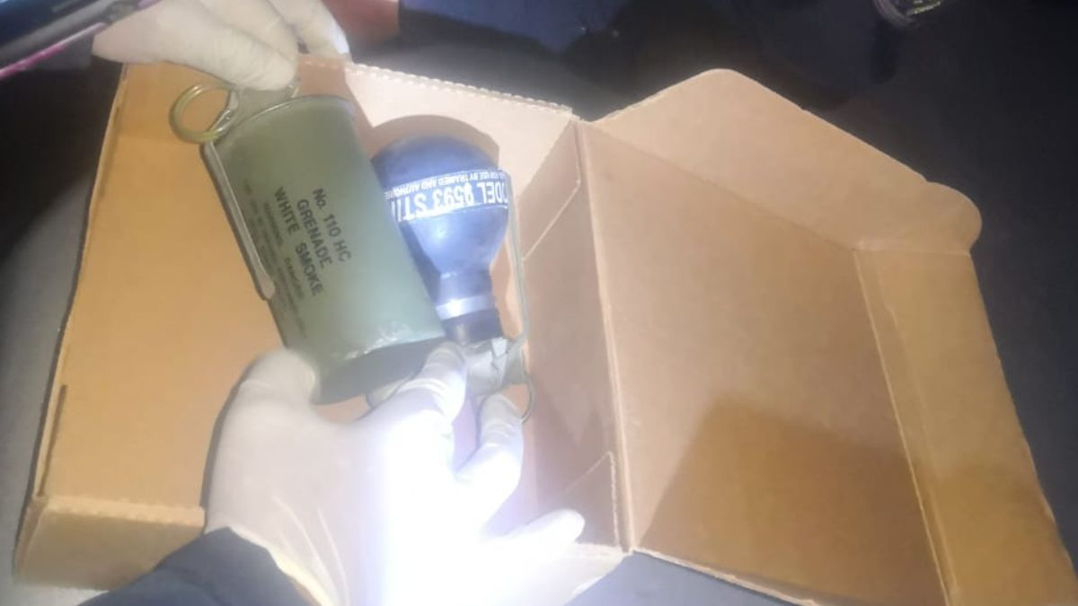 Foto: Los policías capitalinos decomisaron una granada. Noticieros Televisa/S. Servin