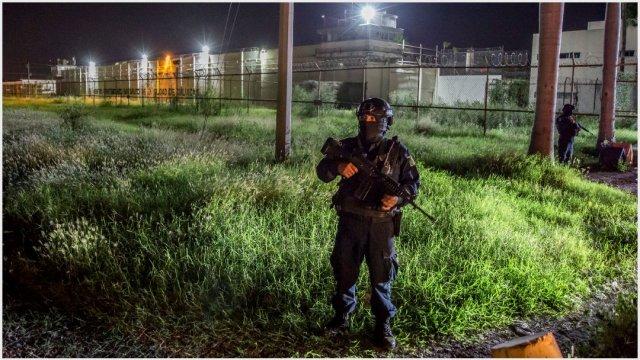 Imagen: Destituyen a directo de penal tras fuga de reos, 20 de octubre de 2019 (OMAR MARTÍNEZ /CUARTOSCURO.COM)