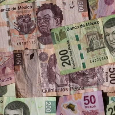 Peso gana por debilidad global del dólar; cotiza en 19.66