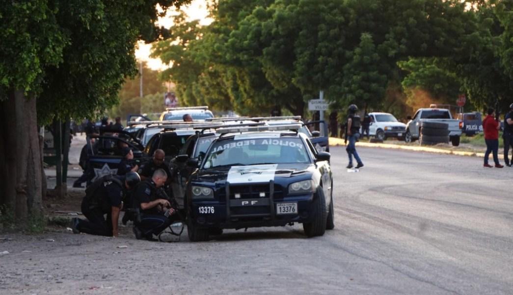 Imagen: Policías federales durante diversos enfrentamientos en Culiacán, Sinaloa, tras la detención de uno de los hijos del Chapo, el 22 de octubre de 2019. (Foto: El Debate de Culiacán /Cuartoscuro.com)