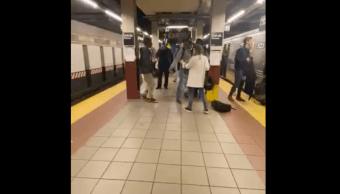 Foto Arroja Mujer Metro 24 Octubre 2019