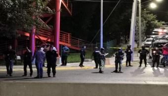 FOTO: Elementos de Policía y Tránsito, Fuerza Civil y de la Guardia Nacional delimitaron el área del hallazgo y cerraron la circulación vial hacia el oriente de la avenida Ignacio Morones Prieto.