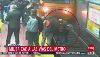 FOTO: Hombre Se Desmaya Empuja Mujer Vías Metro Argentina