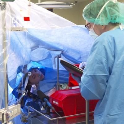 Facebook: Hospital de Dallas transmite en vivo cirugía cerebral