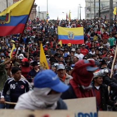 Miles de indígenas marchan hacia el centro de Quito, Ecuador