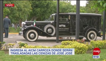 Ingresa al AICM carroza donde serán trasladadas las cenizas de José José