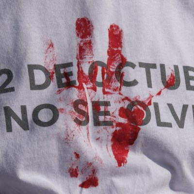 Encapuchados rebasan cinturón de paz y opacan mitin del 2 de octubre